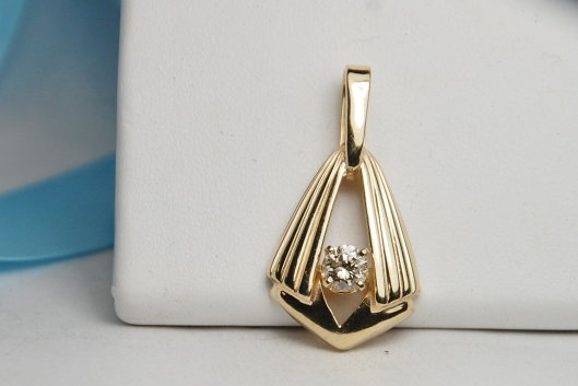 14k yellow gold .50ct pendant